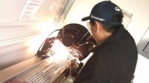 club maker cutting golf club shafts to size